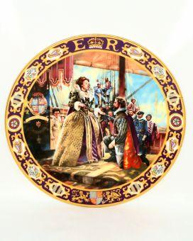 Royal Doulton Queen Elizabeth I Knighting Sir Francis Drake Gallery Plate PN1